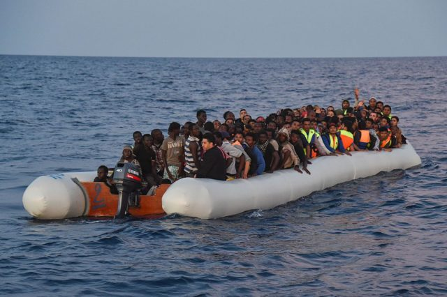 Migranten im Mittelmeer. 5. November 2017.Foto: ANDREAS SOLARO/AFP/Getty Images