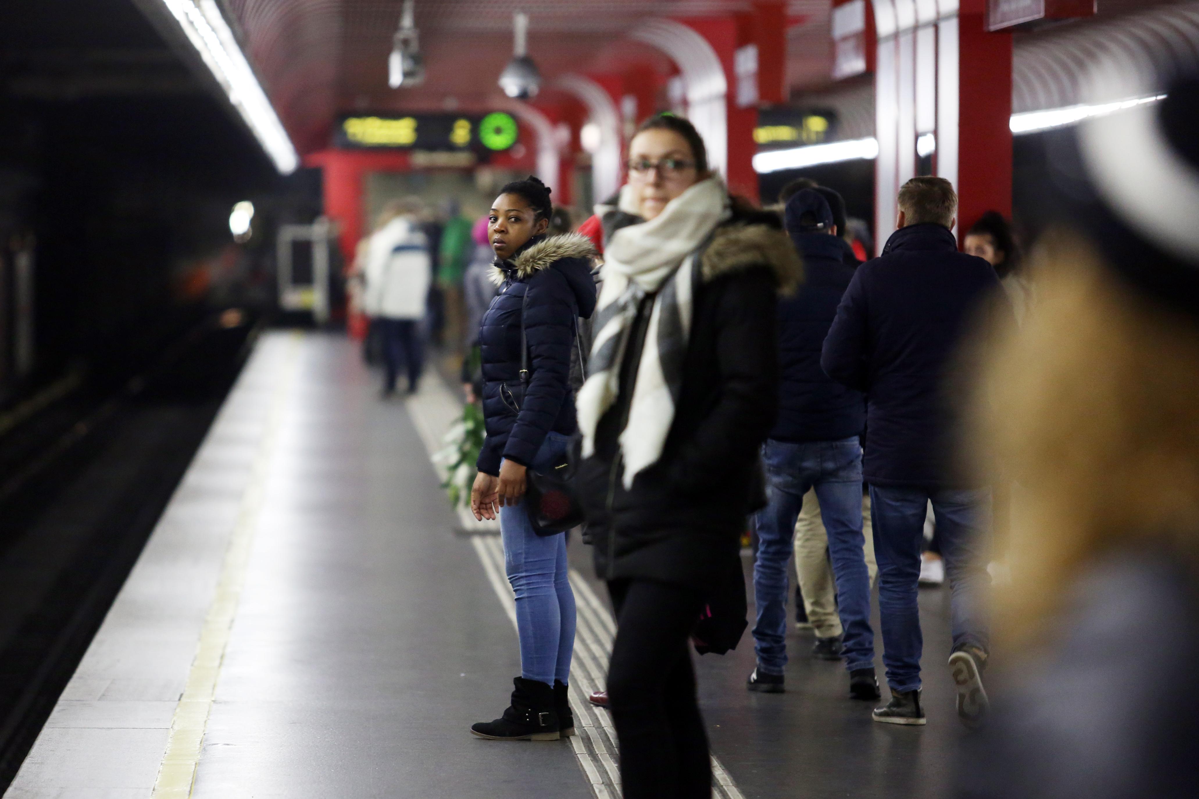 """""""Allahu Akbar""""-Rufe und Schüsse in Wiener U-Bahn lösen Panik unter den Passagieren aus"""