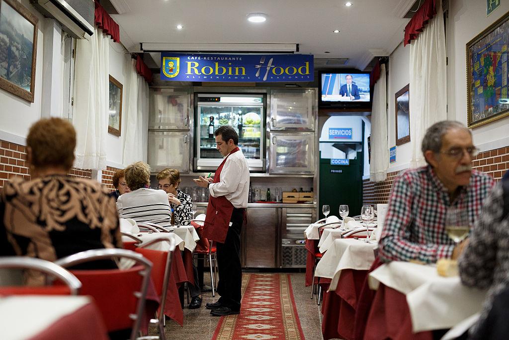 """""""Robin Hood"""" in Madrid: Hier zahlen die Reichen und essen die Armen"""