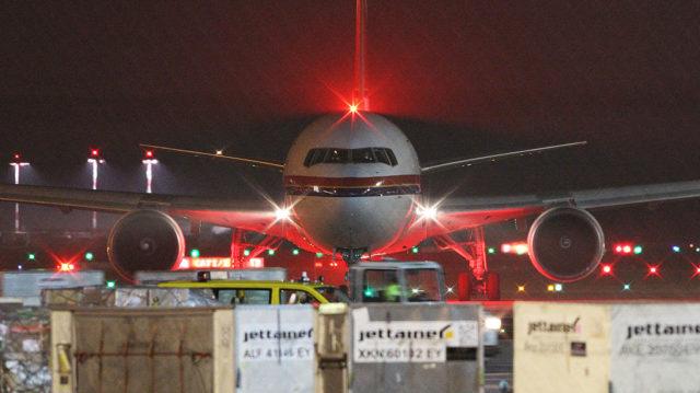 Flugzeug zur Abschiebung von Flüchtlingen nach Afghanistan. Frankfurt am Main. Foto: DANIEL ROLAND/AFP/Getty Images