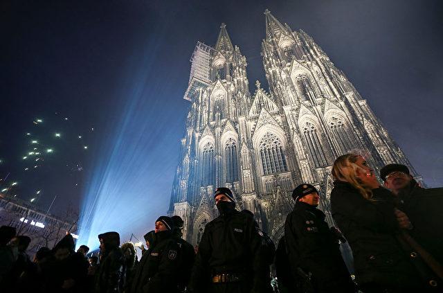 Der Kölner Dom, Silvester 2016. Foto: Maja Hitij/Getty Images