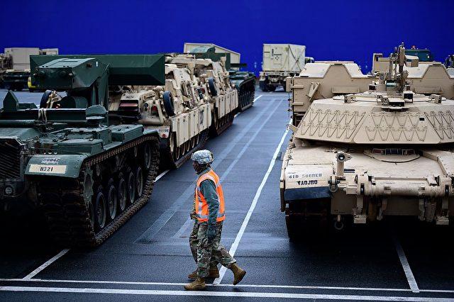 Schweres Kriegsmaterial aus den USA erreicht Deutschland. 8. Januar 2017. Foto: Getty Images