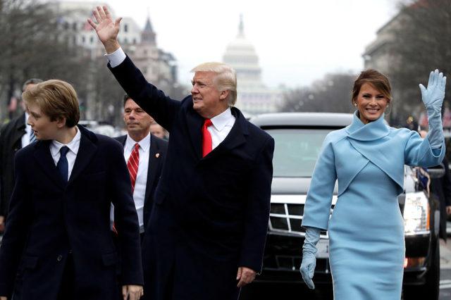 Donald Trump und seine Frau Melania Trump auf der Parade von Trumps Amtseinführung zum US-Präsidenten. 20. Januar 2017. Foto: Kevin Dietsch - Pool/Getty Images