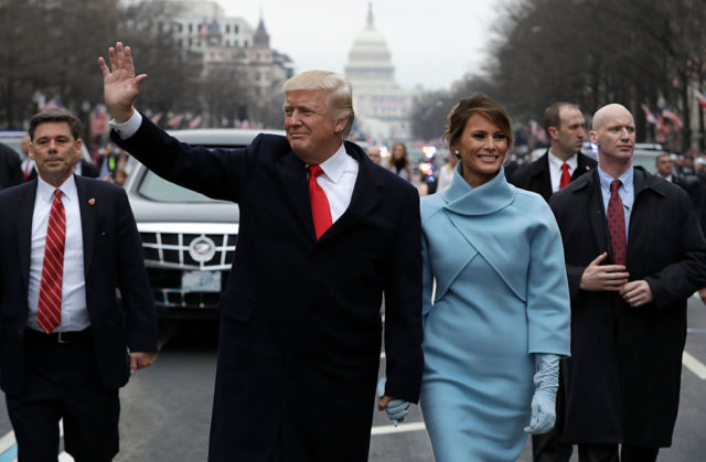 Donald Trump und seine Frau Melania Trump bei Trumps Amtseinführung am 20. Januar 2017 in Washington. Foto: Evan Vucci - Pool/Getty Images