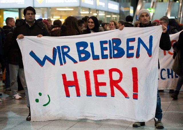 Migranten protestieren gegen Abschiebung in Deutschland. 23. Januar 2017, Frankfurt am Main. Foto: SUSANN PRAUTSCH/AFP/Getty Images