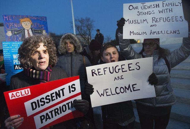 Protest gegen das von US-Präsident Donald Trump verhängte Einreiseverbot für Menschen aus sieben Nahost-Ländern. 30. Januar 2017. Foto: SAUL LOEB/AFP/Getty Images