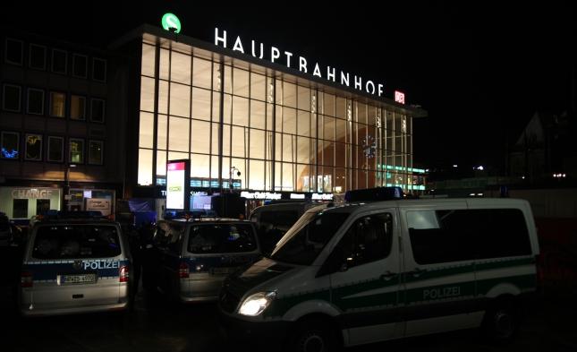 Polizei kontrolliert Hunderte Personen am Hauptbahnhof in Köln