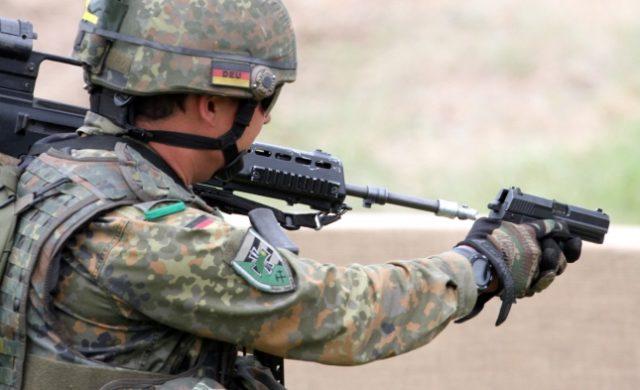 Bundeswehr-Soldat mit Pistole Foto: über dts Nachrichtenagentur