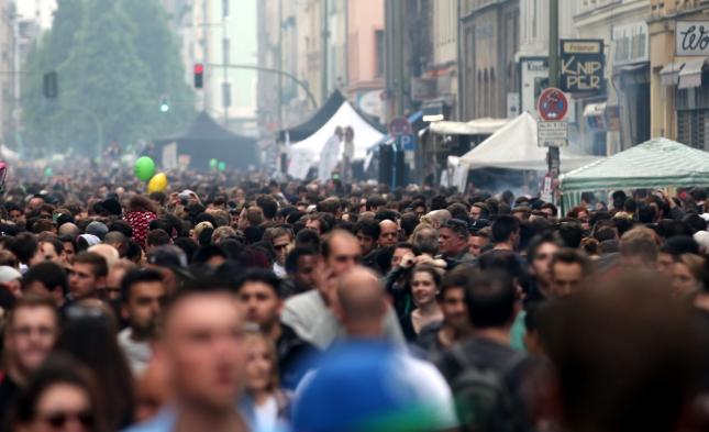 Deutschland in Zahlen: 43,8 Millionen Erwerbstätige bei 81,2 Millionen Einwohnern