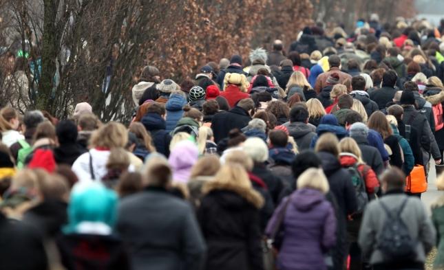 Neue demografiepolitische Bilanz: Bundesregierung hält Zuwanderung von 300.000 Menschen jährlich für möglich