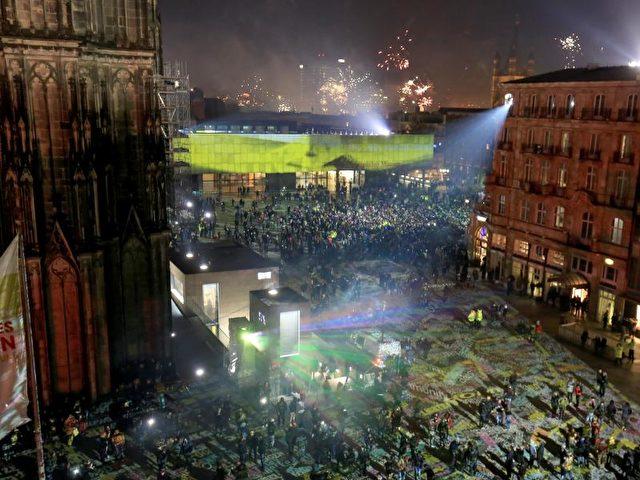 Köln feiert das neue Jahr in einer Sicherheitszone. Foto: Oliver Berg/dpa