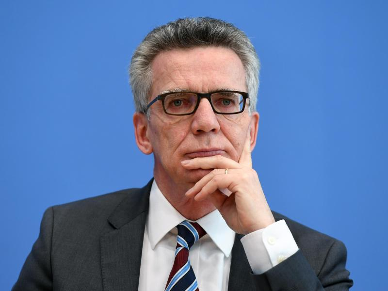 """""""Wir sind nicht Burka"""": Innenminister legt 10-Punkte-Plan für deutsche Leitkultur vor"""