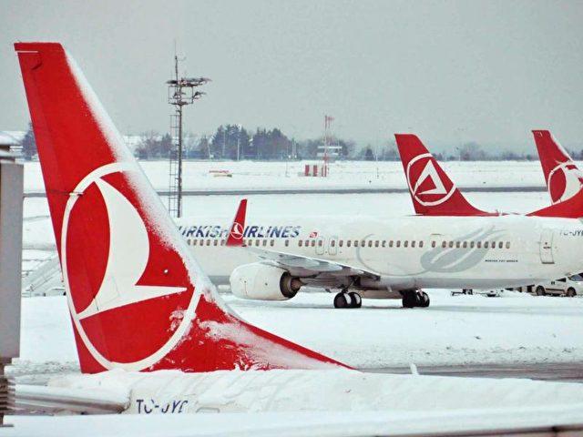 Maschinen der Fluglinie Turkish Airlines stehen auf dem Internationalen Flughafen Istanbul-Atatürk. Foto: Faik Kaptan/dpa