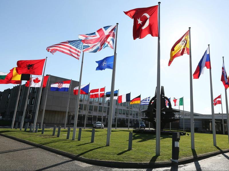 Libyens Regierungschef al-Sarradsch erstmals bei der Nato