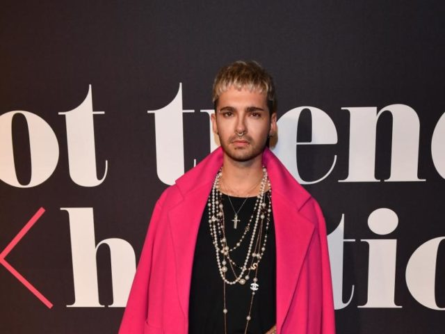 Tokio-Hotel-Sänger Bill Kaulitz holt sich Inspirationen bei der Make-Up-Show «Maybelline New York hot trends Xhibition». Foto: Jens Kalaene/dpa
