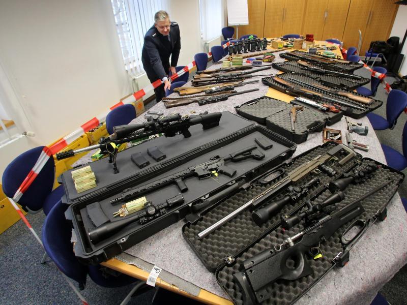 Waffenamnestie in Bayern: Knapp 13.500 Schusswaffen und Zahlreiche Hieb- und Stichwaffen abgegeben