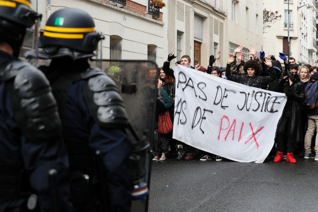 """Schülerproteste in Paris: """"Ohne Gerechtigkeit kein Frieden"""""""