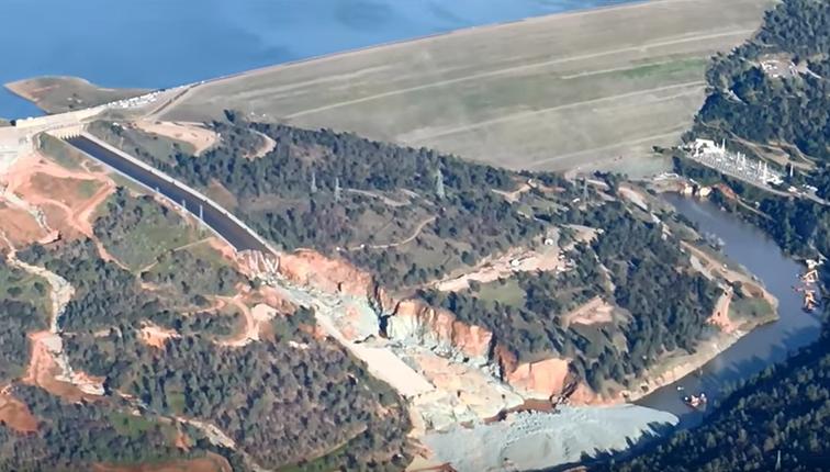 Große Schäden am Oroville-Staudamm: Ablauf gestoppt, die Schäden sind gewaltig + Video