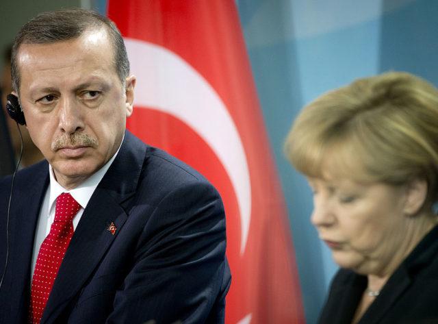 Kanzlerin Angela Merkel und der türkische Präsident Recep Tayyip Erdogan. 31. Oktober 2012, Berlin. Foto: ODD ANDERSEN/AFP/Getty Images