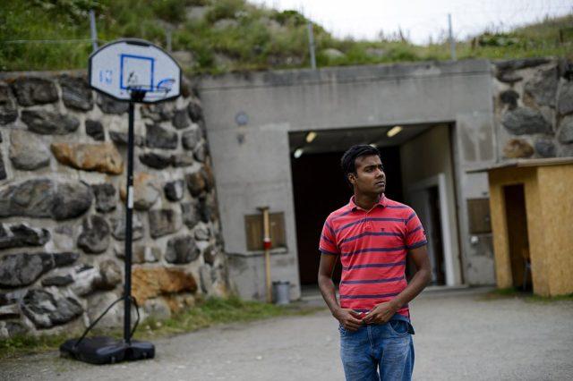 Flüchtlinge in Schweizer Bunker einquartiert. Foto: FABRICE COFFRINI/AFP/Getty Images