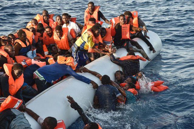 Mitraten im Mittelmeer. 3. November 2016. Foto: ANDREAS SOLARO/AFP/Getty Images)