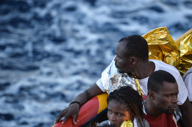 Flüchtlinge im Mittelmeer. 3. November 2016. Foto: ANDREAS SOLARO/AFP/Getty Images
