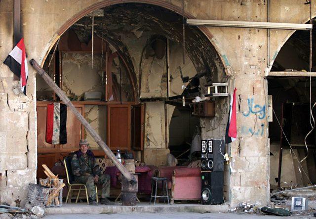 Ein einsamer Kämpfer in Syrien. Foto: LOUAI BESHARA/AFP/Getty Images