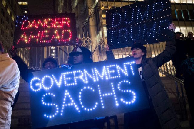 Protest gegen mehr Einfluss der Investmentbank Goldman Sachs durch US-Präsident Trump. New York am 7. Februar 2017. Foto: Drew Angerer/Getty Images
