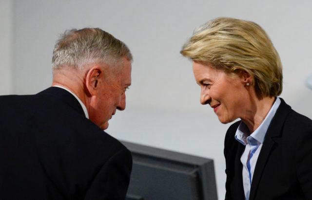 Verteidigungsministerin Ursula von der Leyen und US-Verteidigungsminister James Mattis am 17. Februar 2017 auf der Sicherheitskonferenz in München. Foto: THOMAS KIENZLE/AFP/Getty Images