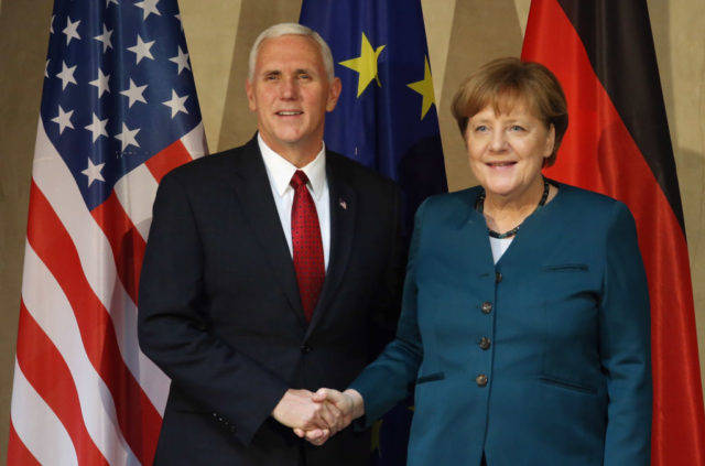 US-Vizepräsident Mike Pence und Kanzlerin Angela Merkel auf der Sicherheitskonferenz in München. 18. Februar 2017. Foto: Getty Images