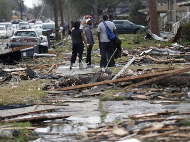 In der Südstaaten-Metropole zerstörte der Tornado mindestens 250 Häuser. Foto: Gerald Herbert/dpa