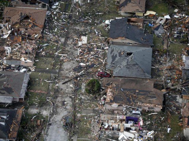 Ein Tornado hat in New Orleans eine Schneise der Verwüstung hinterlassen. Mehrere Menschen wurden verletzt. Immer wieder wird der Süden der USA von Tornados heimgesucht. Foto: Gerald Herbert/dpa