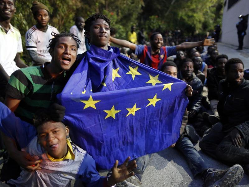 EU-Kommission fordert von Marokko Stopp weiterer Migranten vor Ceuta