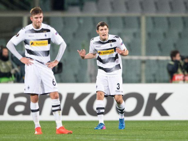 Gladbachs Christoph Kramer (L) und Andreas Christensen ist die Enttäuschung und Wut beim 0:2-Rückstand ins Gesicht geschrieben. Foto: Marius Becker/dpa