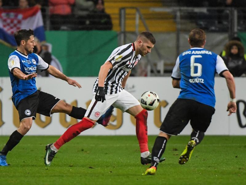 Eintracht Frankfurt müht sich ins Pokal-Halbfinale