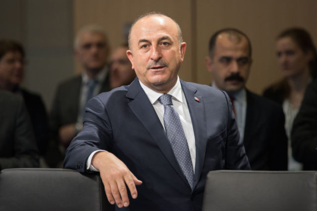 Der türkische Außenminister Mevlüt Cavusoglu Foto: Frank Altmann - Pool /Getty Images