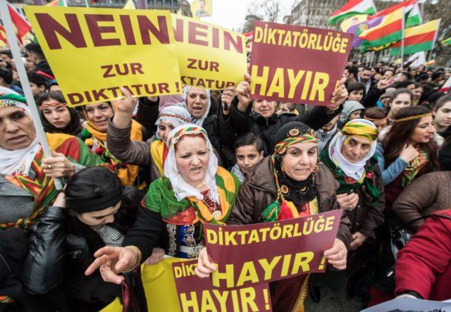Kurden Demonstration in Frankfurt. 18. März 2017. Foto: BORIS ROESSLER/AFP/Getty Images