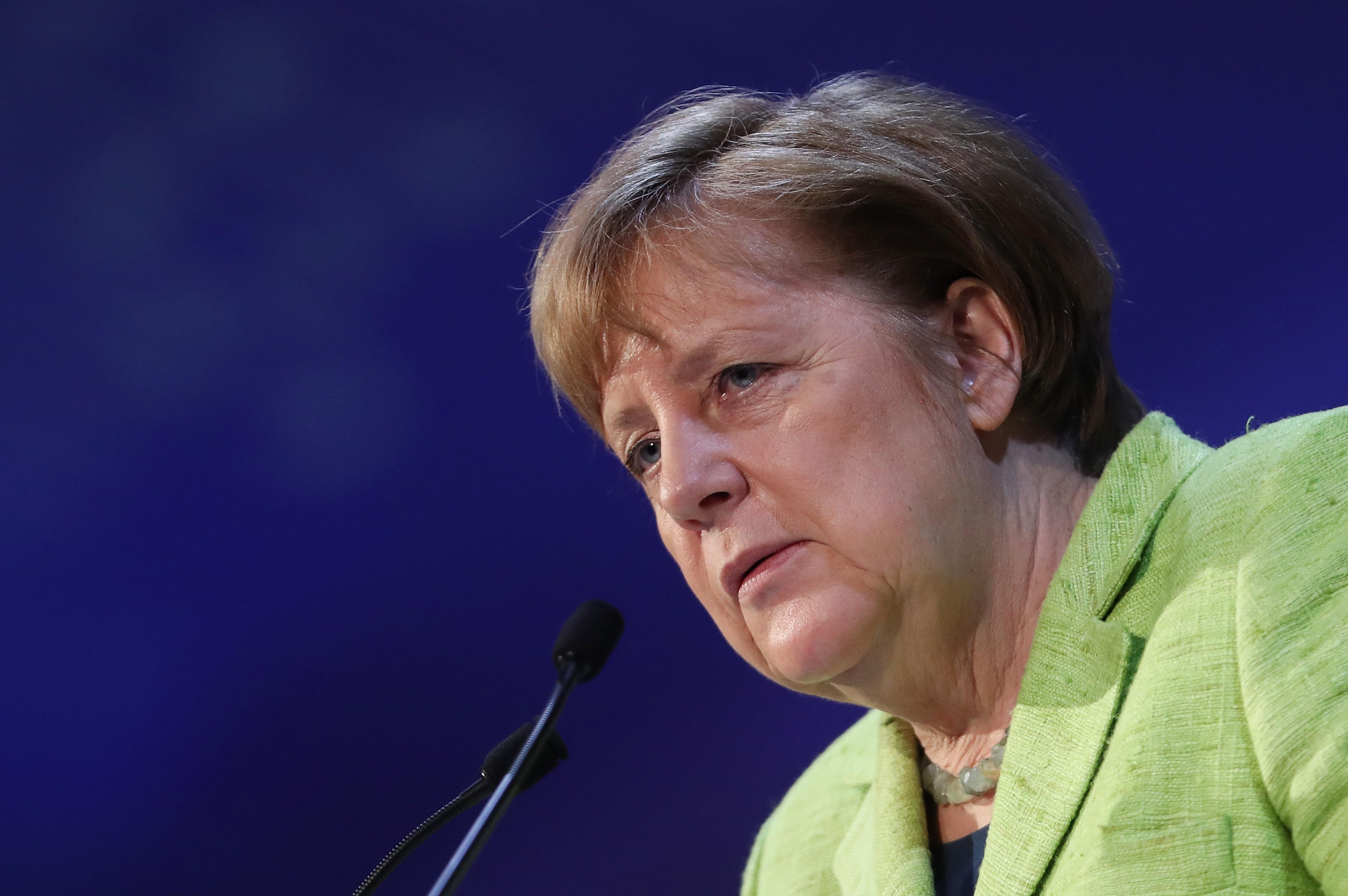 """Merkel verteidigt Flüchtlingspolitik und Türkei-Deal: """"Wir haben alle weggeschaut"""" +VIDEO"""