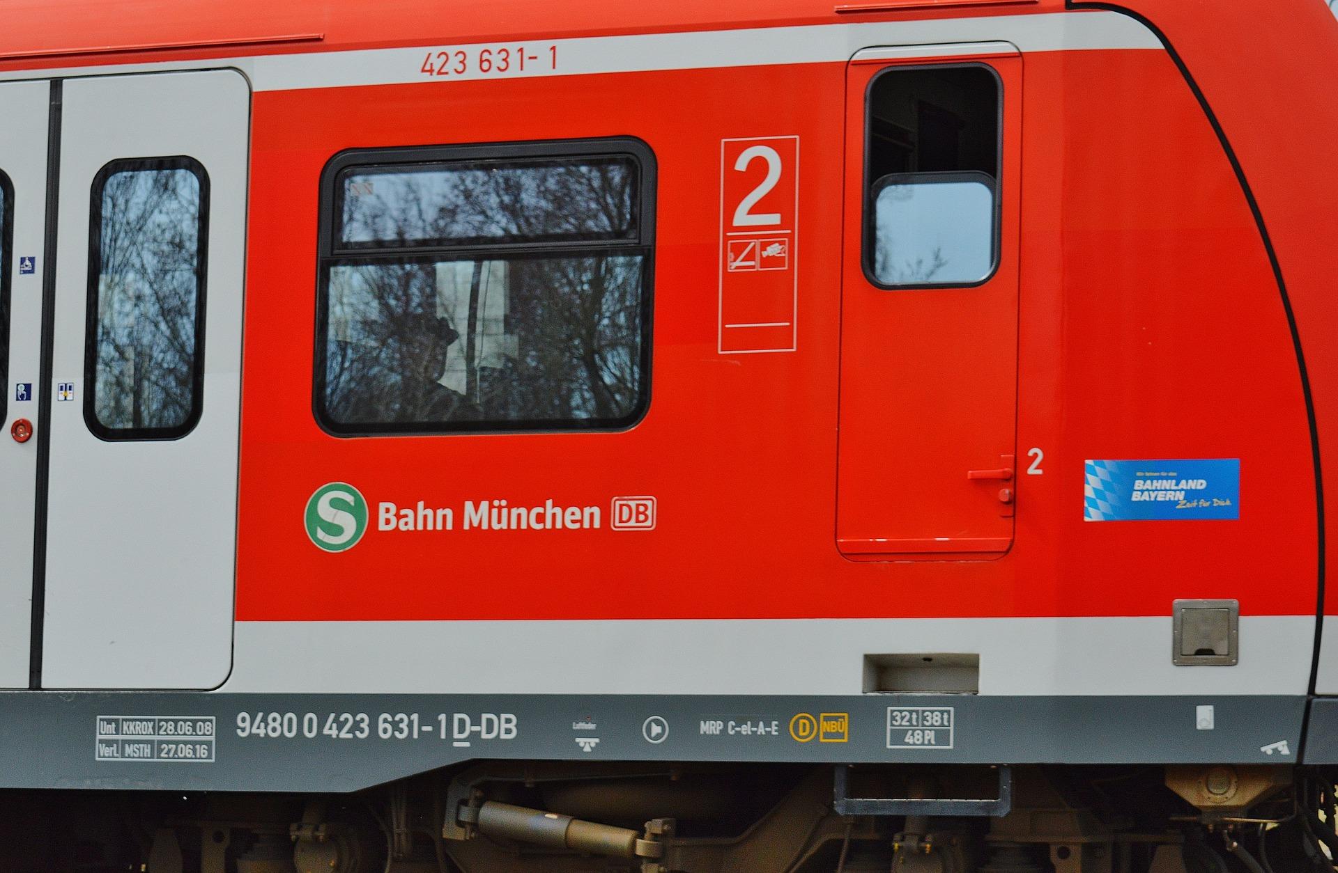 Kurzschluss legt Münchner S-Bahn lahm – viele Pendler betroffen