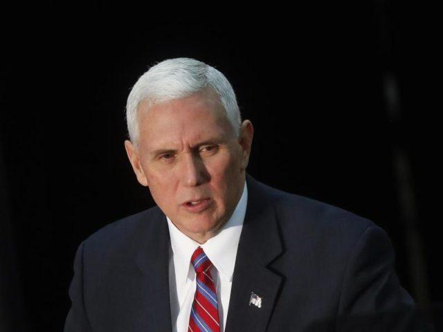 Hat laut einem Medienbericht als Gouverneur von Indiana ein privates E-Mailkonto für dienstliche Zwecke benutzt: US-Vizepräsident Mike Pence. Foto: John Minchillo/dpa