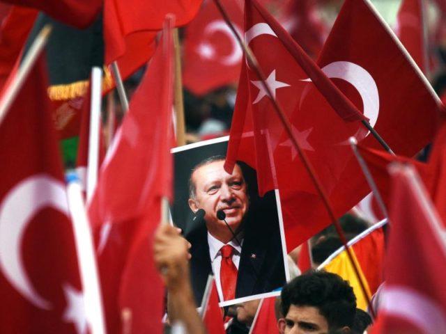 Erdogan-Anhänger in Köln. Archivbild Foto: Henning Kaiser/dpa