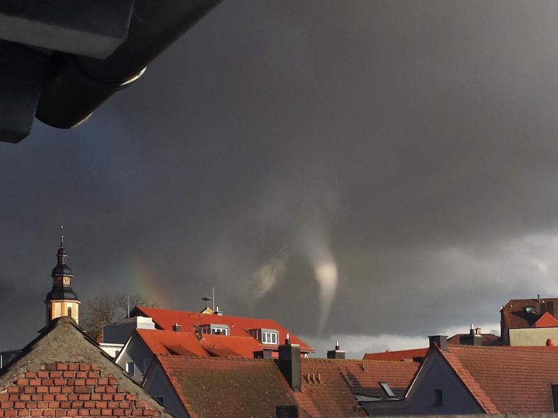 Hessen: Spektakuläre Aufnahmen vom Tornado