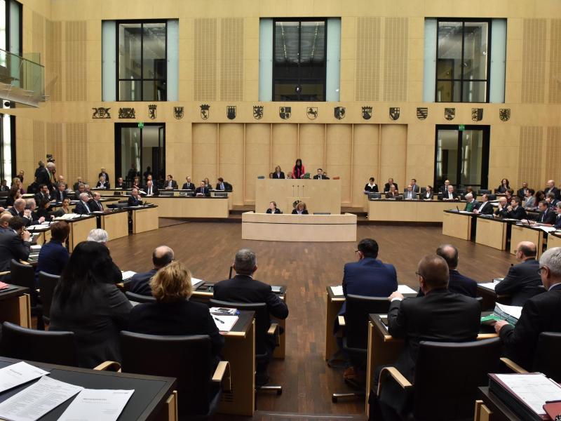 Stimm-Enthaltungen: Schäuble will Abstimmungsregeln im Bundesrat ändern