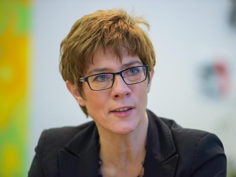 Kramp-Karrenbauer sieht gleichwertige Lebensverhältnisse als zentrales Thema für Groko-Verhandlungen