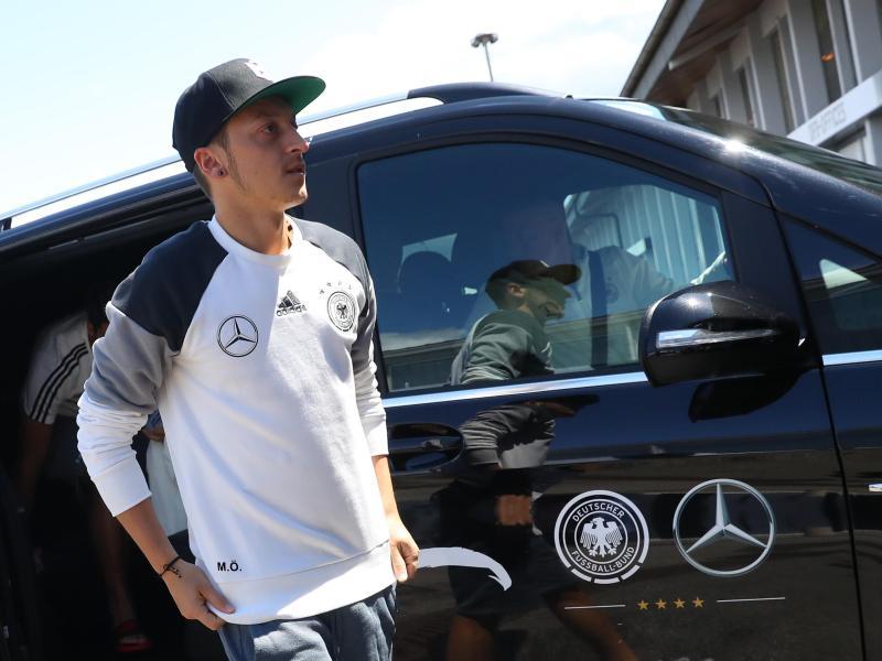 Özil fit für WM-Qualifikation in Baku