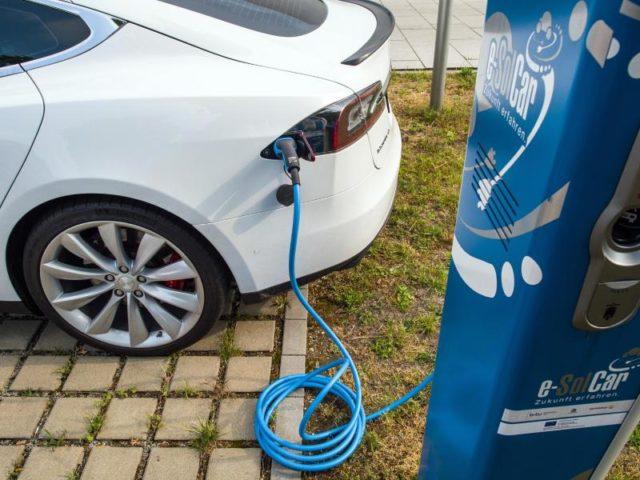 Studie: E-Autos allein können das Klima nicht retten