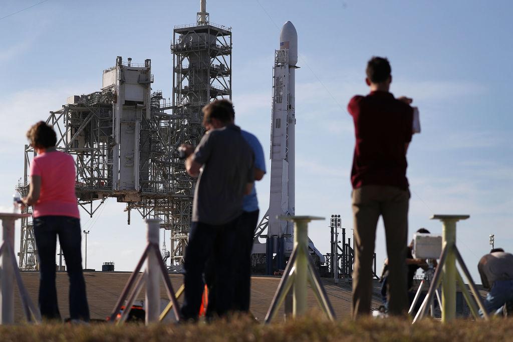 Raumfahrtunternehmen SpaceX verschiebt Rakenstart mit militärischem Hintergrund