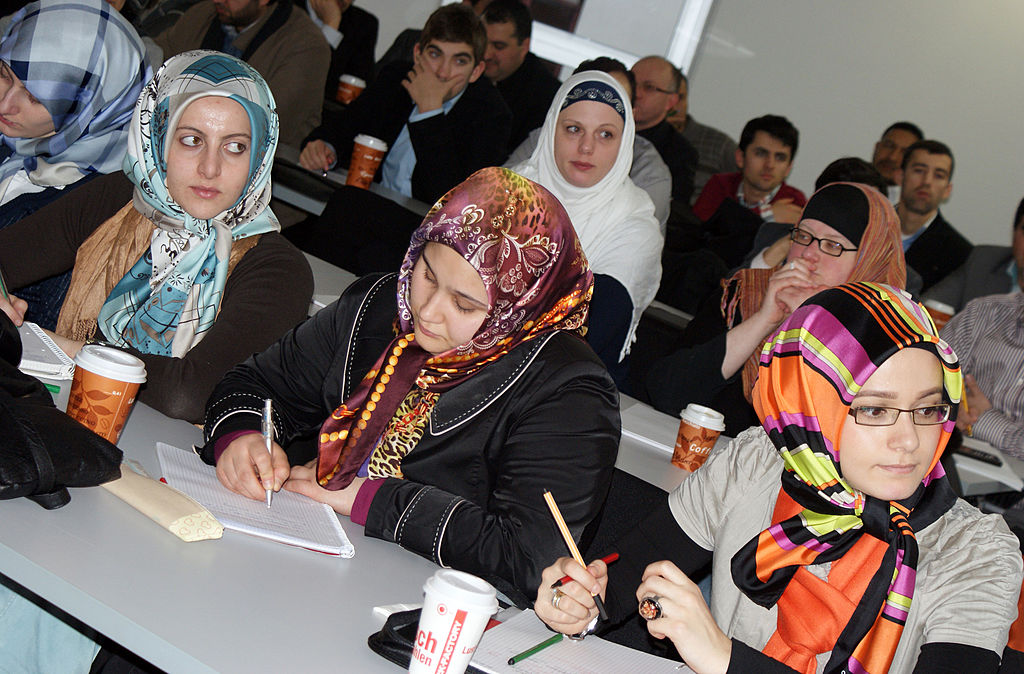 Rot-Grün will: Arabisch, Persisch, Türkisch als Schulfächer – Abitur geplant – CDU befürchtet parallele Schulhofsprache