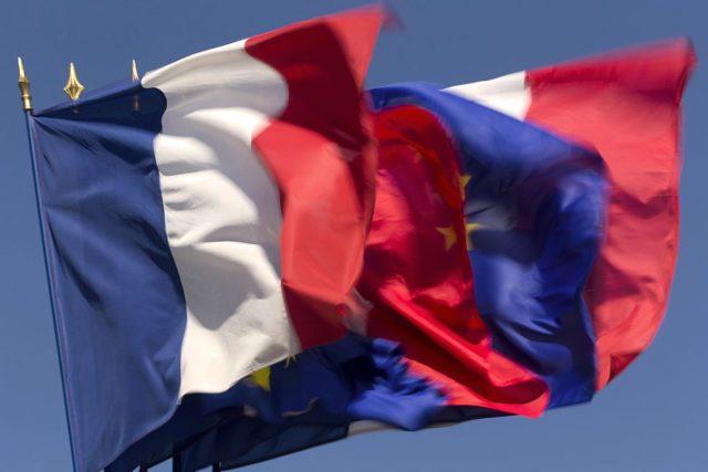 Französische und EU-Flagge. Foto: KENZO TRIBOUILLARD/AFP/Getty Images