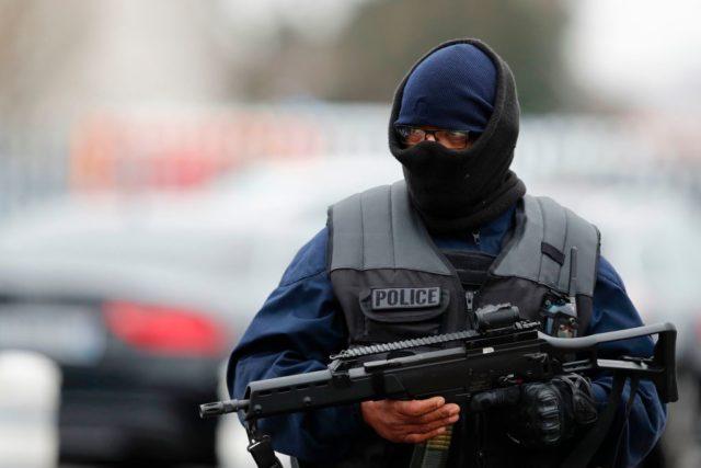 Französischer Polizist im Anti-Terroreinsatz. Foto: BENJAMIN CREMEL/AFP/Getty Images